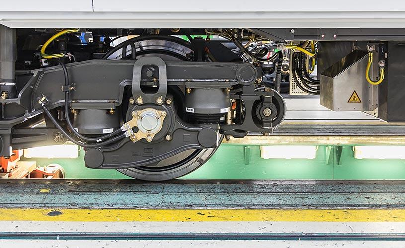 现代机动转向架是多面铁路系统。车轮和轮对的结构与牵引电机、传动、主、副悬架的结合是轨道车辆的基本组成部分。铁路工程必须包括设计、运行和维护。